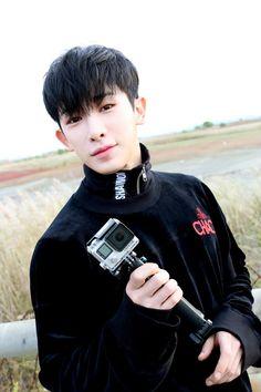 [스타캐스트] 몬스타엑스 5TH MINI ALBUM 'THE CODE' 자켓 현장 최/초/공/개/ :: 네이버 TV연예