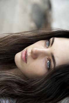 possibly the most beautiful eyes in the world: Fotos Pretty People, Beautiful People, Fall Inspiration, Professionelles Make Up, Female Character Inspiration, Belleza Natural, Fair Skin, Dark Hair, Brown Hair Blue Eyes Pale Skin