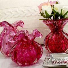 """Vaso Murano Rosa Pink a partir de 3x de R$226,40 CADA 🌟  Como comprar 💳 Acesse www.decorandocomclasseSHOP.com.br ou clique no link do perfil @decorandocomclasse para direcionar. Escreva """"MURANO"""" no campo de busca do site para encontrar todos os produtos disponíveis!  #decoração #decoracao #decorar #decor #decore #decorado #ambientes #home #casa #love #inlove #amo #amei #quero #inspiração #inspired #design #interiores #arquiteto #charme #fun #cute #cool #presentes #decorativo #charme #vaso…"""