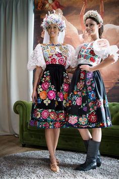 Pair of Slovak women in traditional folk dresses Ethnic Outfits, Ethnic Dress, Boho Dress, Ethnic Clothes, European Dress, Scandinavian Folk Art, Fairytale Fashion, Folk Costume, Ao Dai