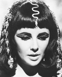 Elizabeth Taylor as Cleopatra Photo Gallery | Elizabeth+Taylor+as+Cleopatra+black+and+white+antique+beauty.jpg