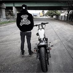 @j.tras rockin' his @sportstersquad Hoodie! Order Yours  _________________________________ Go to @SPORTSTERSQUAD and click the link on the bio to order!  www.motohaunt.com ____________________________________________  Once received send us a pic of YOU rocking your hoodie/t-shirt for features!  __________________________________  Worldwide Shipping  #harley #harleydavidson  #sportster #sportstersofinstagram #sportster48 #sportster883 #iron883 #sportster1200 #fortyeight #honda #kustomkulture…