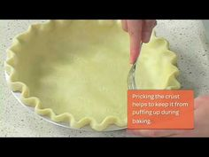 This simple technique for crimping a pie crust is essential for baking delicious holiday pies. Watch this quick video from the Fine Cooking test kitchen. Hot Water Pie Crust Recipe, Pie Dough Recipe, Pie Crust Recipes, Blind Bake Pie Crust, Baked Pie Crust, Pie Crusts, Hot Water Pastry, Perfect Pie Crust, Holiday Pies
