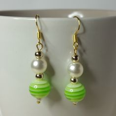 #earrings#goldplated#dangle#gift#stripy#pearlbead#offwhite#green#lightgreen#darkgreen#gold#shepherdhook#acrylicbead#acrylicearring#imitationpearl#jewellery#giftforher#dangle#party#transparent#striped#spring#bead#summer#copper