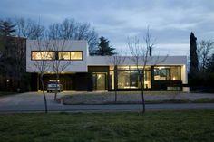 foto-fachada-de-casa-moderna-al-oscurecer.jpg (1200×803)