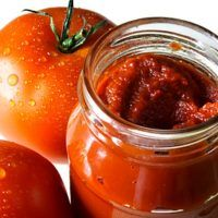 Tomato Ketchup Recipe - Using a slow cooker and canned tomatoes, this old-fashioned ketchup is easy to make any time. The cooker does all the work, without spattering or burning. Crock Pot Slow Cooker, Slow Cooker Recipes, Crockpot Recipes, Homemade Tomato Ketchup, Canned Plums, Cooking Photos, Cooking Tips, What's Cooking, Pesto
