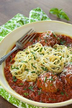 Italian Meatballs with Marinara -  a delicious, classic recipe that always brings rave reviews! Recipe via thecafesucrefarine.com.