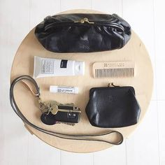Minimalist Bags - My Minimalist Living What's In My Purse, One Bag, What In My Bag, What's In Your Bag, Inside My Bag, Magic Bag, Minimalist Bag, Fashion D, Divas