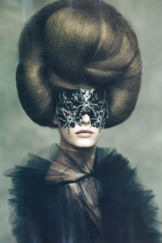 Hair-raising glamour. Ph. Paolo Roversi/Vogue Italia Nov 2009