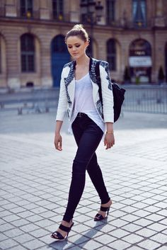 skinny pants with tank top and blazer