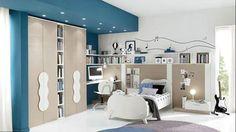 Компактная детская комната в светлых тонах