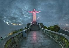 Corcovado, Christus Statue in Rio de Janeiro, Brasilien. Medium Art, Sidewalk, Statue, Rio De Janeiro, Brazil, Social Media, Side Walkway, Walkway, Walkways