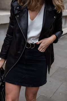 Monochrome Street Style fashion blogger Chelcie Nicole M