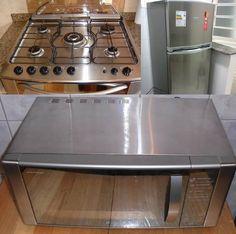 Os eletrodomésticos em inox garantem elegância na cozinha, porém, exigem um cuidado diferente no momento da limpeza. Para que o seu produto não seja danificado, riscado ou manchado, confira