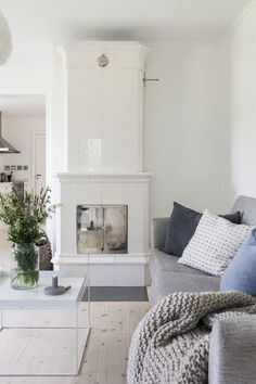 Soffa Decor, Furniture, Home Decor Inspiration, Interior, Dream Decor, Interior Inspiration, Fireplace Design, Home Decor, Interior Design