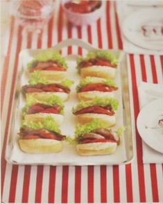 Birthday party food ideas (baby BLTs) use hot dog buns Personalised Cakes, Light Appetizers, Online Party Supplies, Gula, Creative Food, Hot Dog Buns, Hot Dogs, Finger Foods, Holiday Recipes