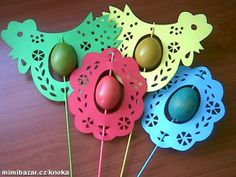 Ook leuk met papieren paasei in het midden. Spring Crafts For Kids, Diy Crafts For Kids, Projects For Kids, Art For Kids, Hoppy Easter, Easter Eggs, Waldorf Crafts, Diy Ostern, Crafts For Seniors