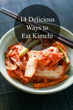 Discover 14 delicious ways to eat kimchi! Kimchi is Korean fermented cabbage and it's integral ingredients in Korean cuisine. Fermented Cabbage, Fermented Foods, Korean Dishes, Korean Food, Vietnamese Food, Korean Kimchi, Kimchi Kimchi, Kimchi Food, Vegetarian Recipes