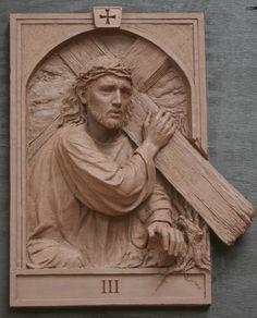 The fourteen stations of The Cross was commisioned by St. Raphael Church in Naperville Illinois Koh-Varilla Guild Jeff Varilla & Anna Koh Varilla Christian Symbols, Christian Art, Wood Carving Art, Wood Art, King Picture, Jesus E Maria, Cross Pictures, Wooden Statues, Christ The King