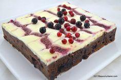 cheesecake brownie savori urbane Romanian Desserts, Brownie Cheesecake, Square Cakes, Breakfast Dessert, Breakfast Ideas, Pie Cake, Something Sweet, Cheesecakes, Cake Recipes