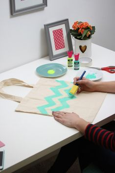 How to Fabric Paint a Tote Bag #fabric #painting #tote #diy