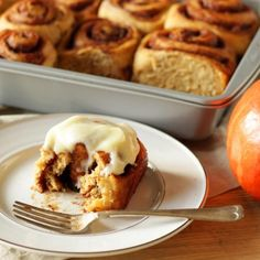 saftiger blech Pumpkin cinnamon buns are softer, juicier and more sticky than the originals and taste wonderfully like warming Pumpkin Spice spices. A simple cream cheese frosting is on top. Make Cream Cheese, Cream Cheese Spreads, Homemade Pumpkin Puree, Pumpkin Spice, American Chocolate Chip Cookies, Homemade Crescent Rolls, Pumpkin Cinnamon Rolls, Ginger Molasses Cookies, Big Cookie