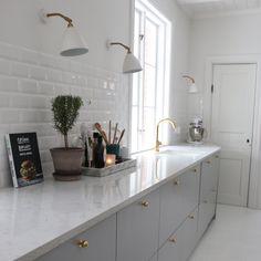 flat panel cabinets, gold faucet and knobs Home Decor Kitchen, Kitchen Interior, Home Interior Design, Home Kitchens, Open Plan Kitchen, New Kitchen, Kitchen Dining, Dark Green Kitchen, Modern Outdoor Kitchen