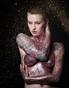 Transforming models using glitter - Innovative Photography by Evelyn Murphy Glitter Girl, Body Glitter, Glitter Toms, Glitter Eye, Glitter Photo Shoots, Boudoir Pics, Nude Photography, Dark Beauty, Colorful Pictures