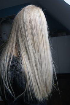 this colour <3 pearl platinum blonde