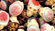 Evil And Delicious Skulls That Will Impress Your Friends http://www.look4ward.co.uk/food/evil-and-delicious-skulls-that-will-impress-your-friends/