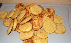 ez is sajtos csiga Snack Recipes, Snacks, Pretzel Bites, Scones, Curry, Bread, Cookies, Food, Kuchen