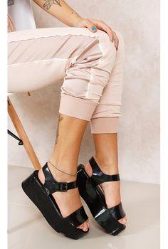 Melissa Mar Preta Fashion Closet - fashioncloset Melissa Shoes, Fashion Closet, Fashion Shoes, Melissa Mar, Jelly Shoes, Flip Flop Shoes, Summer Chic, Sneaker Boots, Strappy Sandals