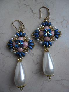 Orecchini Marilyn realizzati con perle swarovski, superduo e rocailles. #beads #bijoux #handmade #passioneperline #swarovski #superduo #earrings