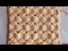 Try out some effects that can be achieved with loop stitches, and surprise your knitting friends with your ingenuity. This video knitting tutorial will help . Knitting Stiches, Cable Knitting, Knitting Charts, Knitting Socks, Knitting Patterns Free, Knit Patterns, Free Knitting, Crochet Stitches, Stitch Patterns