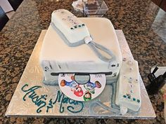 ps3 controller groom 39 s wedding cake wedding cakes pinterest backen torten und traumtorten. Black Bedroom Furniture Sets. Home Design Ideas