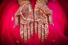 Linkage between hands. - i like this for your mehndi, its different
