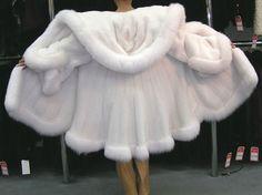 White fur coat with fox Fur Fashion, Winter Fashion, Fashion Outfits, Womens Fashion, Sporty Fashion, High Fashion, Fabulous Furs, White Fur, White Coats