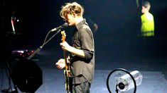 Josh Klinghoffer singing an Italian song by Mina - RHCP Live @ Milano, ...
