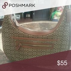 AUTHENTIC COACH PURSE Gently used with no defects or marks signature style coach Bags