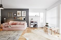 Pink and gray – trends in the autumn-winter decoration … - Home Decoration Scandinavian Interior Design, Trends, Pink Grey, Gallery Wall, Room Decor, House Design, Contemporary, Living Room, Decoration