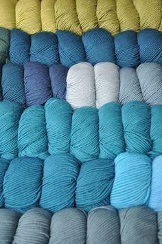Petrol trifft auf Oliv ʚϊɞ Shops, Bunt, Throw Pillows, Colour, Happy, Threading, Breien, Color, Tents