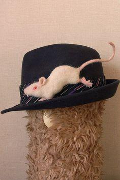 白いネズミブローチ(albino mouse)