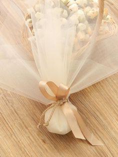 Χειροποίητη μπομπονιέρα γάμου με τούλι, σατέν κορδέλα και κορδόνι. Η τιμή συμπεριλαμβάνει το Φ.Π.Α. και 5 κουφέτα αμυγδάλου Wedding Candy, Wedding Favors, Party Favors, Ballet Dance, Centerpieces, Dream Wedding, Weddings, Communion, Diy Creative Ideas