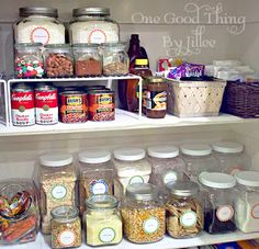 Say goodbye to messy confusion in your pantry with labeled containers.   #pantry #kitchen #labels