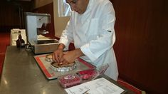 Chef Pâtissier Laurent Moreno, concentré à sa création. Συγκεντρωμένος στη δημιουργία του. Athens Airport, Glaze, Dessert, Pastry Chef, Enamel, Deserts, Postres, Display Window, Desserts
