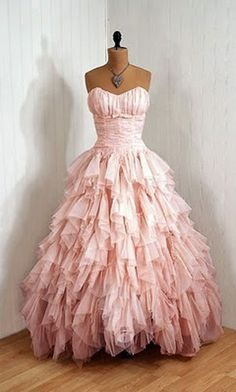 Cute dress. If it were light blue, and had sleeves, I would probably be handing you my money right now... <3