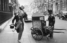 A street performer dances for money in London, to the tune of a barrel organ Picture: GETTY London Pictures, London Photos, Old Pictures, London History, British History, Vintage London, Old London, Vintage Photo Booths, Vintage Photos