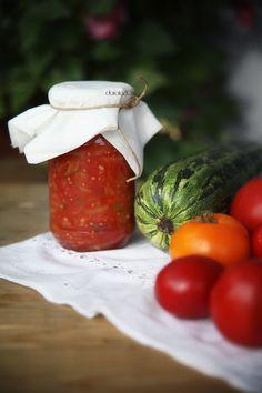 sos pomidorowy z cukinią na zimę