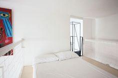 Un appartamento dalle dimensioni contenute (45 mq), in uno stabile d'epoca a ridosso della cerchia dei bastioni milanesi, ritrova una sua ragione d'essere grazie alla presenza di una scala. Arch. F. Librizzi