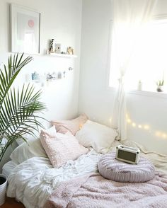 Small Bedroom Ideas - Small bedrooms can have special style with the best style ideas Dream Rooms, Dream Bedroom, Home Bedroom, Bedroom Decor, Blush Bedroom, Mirror Bedroom, Bedroom Modern, Trendy Bedroom, Master Bedroom